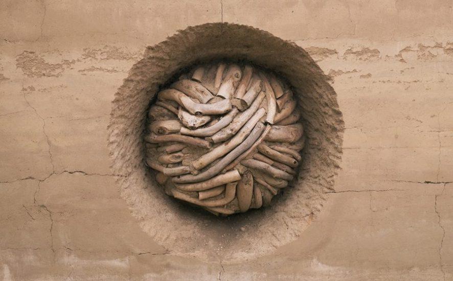 6-andy-goldsworthy-earth-wall-900x563